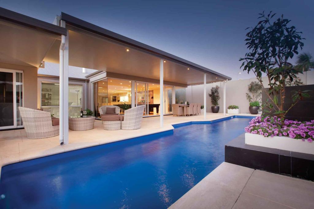 Fibreglass pools provides durability and simplicity.