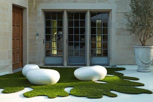 Artificial grass doesn't have to be square in shape.