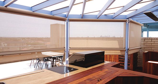 Balcony privacy shade blinds