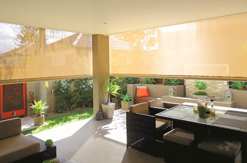 outdoor entertaining with outdoor blinds