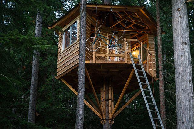 30 Backyard DIY Project Ideas - DIY Tree House, Australian Outdoor Living.