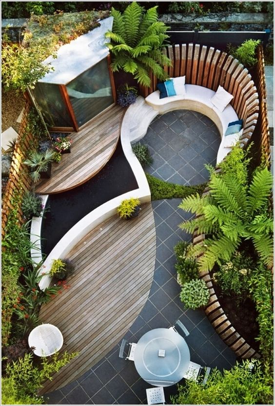 Curvy Courtyard Design
